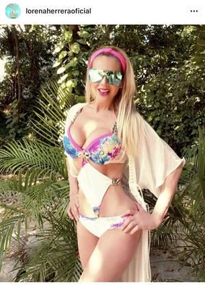Herrera Curvas Sus La Traje Baño Y Bikini Luce En Lorena Prensa De dxerBCoW
